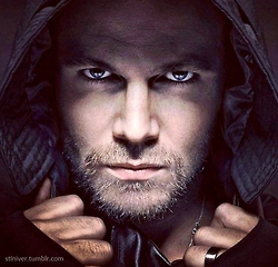 Post a picture of an actor wearing a hood.