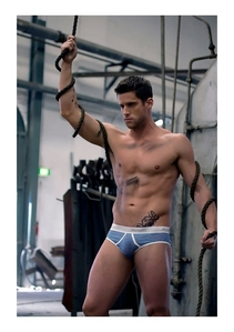 Post a picture of an actor where theres a bulge showing.