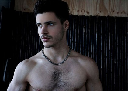 Post a picture of an ator with a hairy chest.