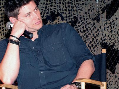 Post a pic of your actor resting his head on his fist.