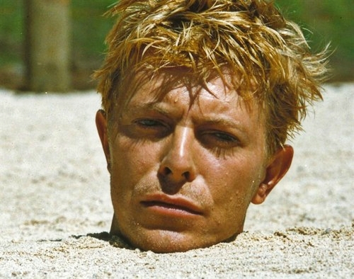 Post a pic of an actor with sand