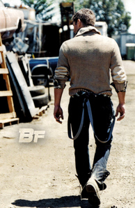 Post a pic of your actor walking away.