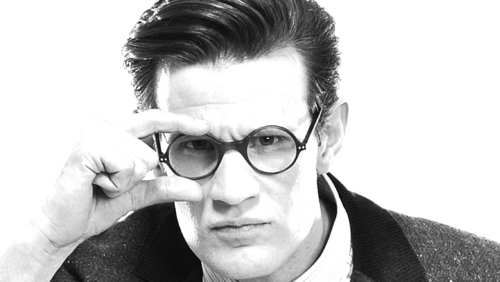 Post a picture of an actor wearing glasses.