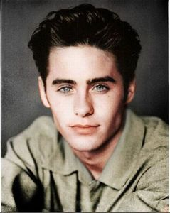 Post a pic of an actor younger.