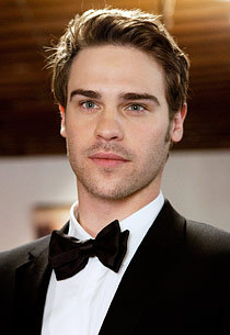 Post a pic of an actor where hes dressed up smartly.