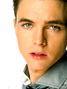 Post a pic of an actor with white in his eyes.