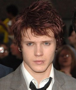 Post a pic of an actor ou singer with dyed hair.