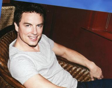 Post a pic of John Barrowman that wewe find hot.