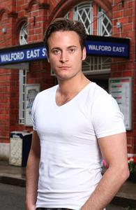 Post a pic of Gary Lucy.
