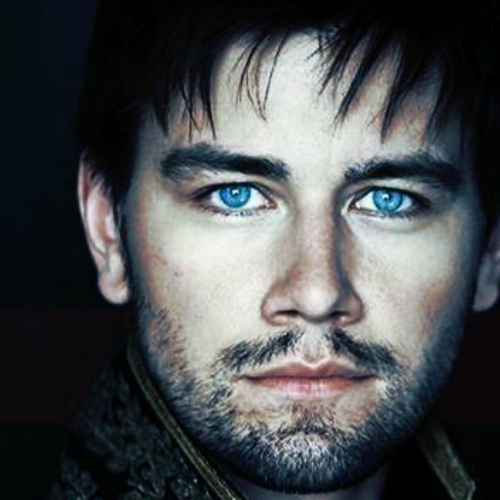 Post an actor with blue eyes.