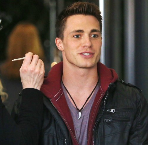 Post a pic of an actor with a hand.