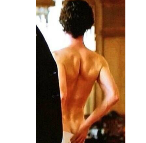 Post a pic of an actor 或者 singer from the back.
