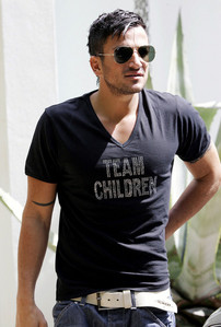 Post a pic of an actor o singer wearing something with words.