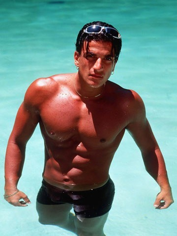 Post a pic of an actor o singer in water.