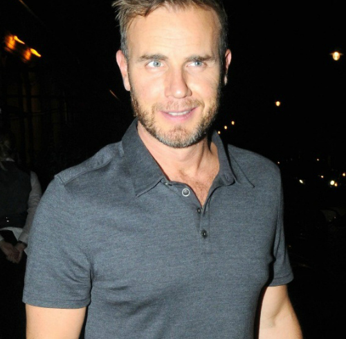 Post a pic of an actor oder singer wearing a polo t-shirt.