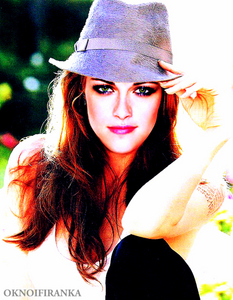Post a pic of an actress wearing a hat