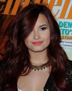 Post a pic of demi wearing a necklace?