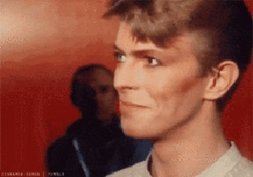 Post your お気に入り pic of Bowie and コメント on the person above you's pic. ;)