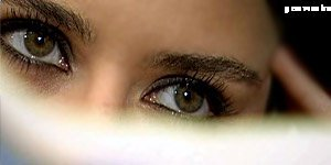What colour are her eyes? Hazel یا Green?