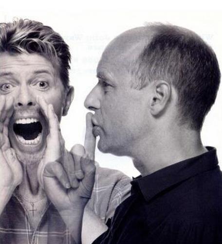 Post a pic of an actor atau singer screaming