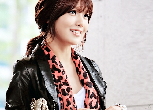 Post a pic of sooyoung ...