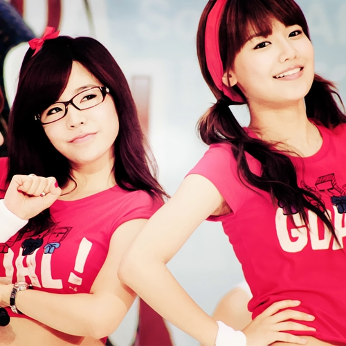 Post a pic of sooyoung with sunny...