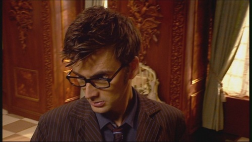 post your favorite pic of david tennant with his glasses on this