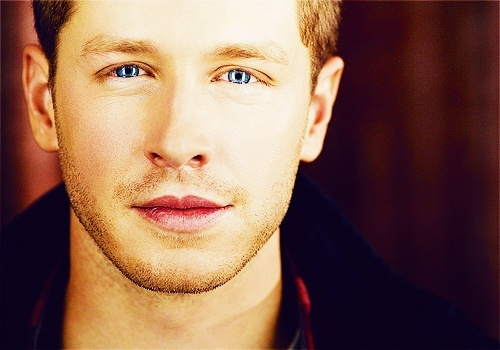 Post a pic of an actor with blue eyes.