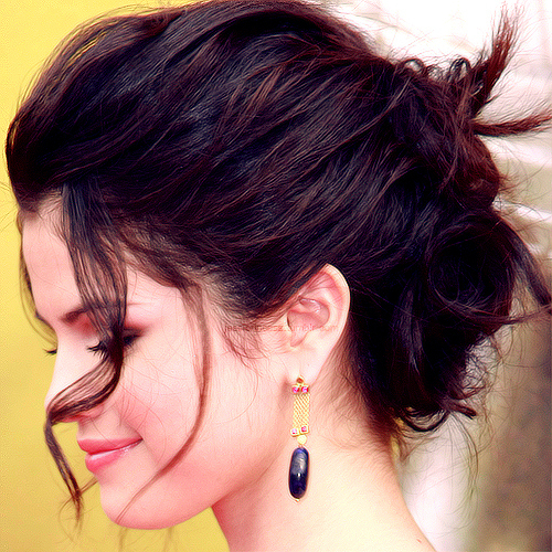 Astonishing Sel In Bun Hairstyle Selena Gomez Answers Fanpop Hairstyles For Women Draintrainus