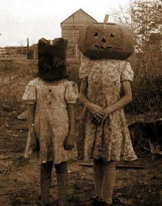 Do vintage halloween foto kind of creep anyone else out?