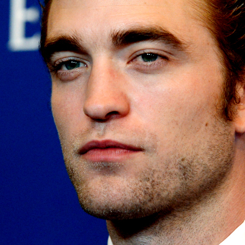 Post a pic of Robert Pattinson looking to the side.