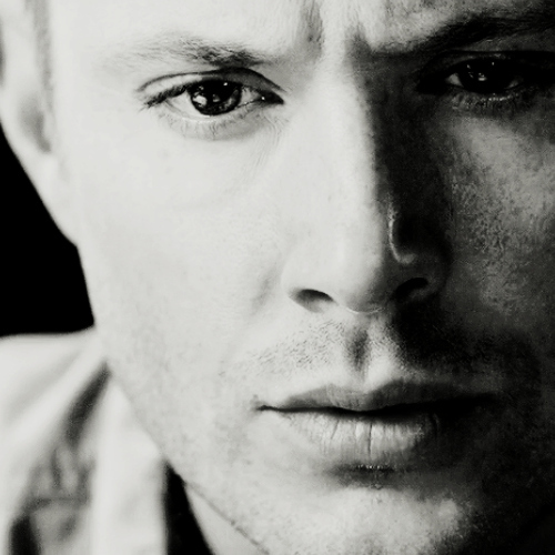 Post a pic of Jensen Ackles in black and white.