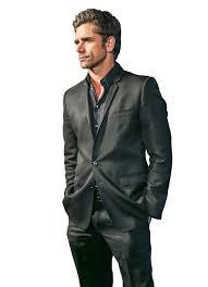 Post a pic of your actor wesring a suit.