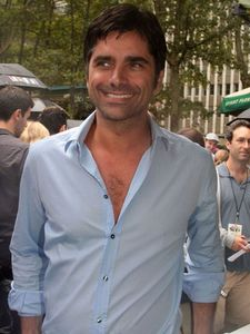 Post a pic of your actor with a bit of chest hair 展示