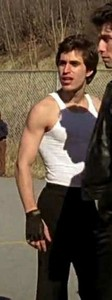 Post your babe दिखा रहा है his arms