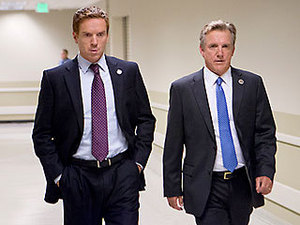 lobo IN THE soro HOUSE Asked sa pamamagitan ng Vice President Walden (Jamey Sheridan) to secretly help him secure a better bomb for an Iranian target, Congressman Brody (Damian Lewis) instead found himself with a front row upuan to a pivotal mission involving Abu Nazir.