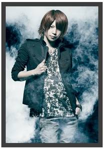 Shin promoting ViViD's 5th major single「REAL」(2012)
