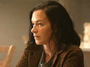TO BE FRANK, অথবা NOT TO BE FRANK? Franka Potente as Anne Frank... অথবা someone who thinks she's Anne Frank. Which Persona is she?