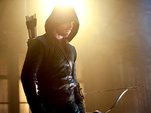 Arqueiro (Stephen Amell) sulks after his fourth—or is it fifth?—rejection of the night.