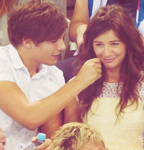 ~Louis' Twitter Picture To Eleanor~
