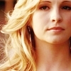Candice Accola as cây ô rô, hoa huệ, holly