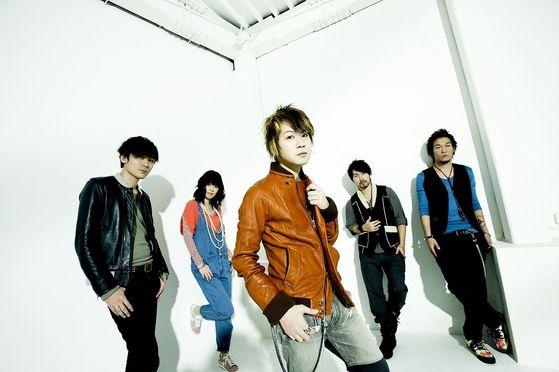 Aqua Timez promoting the single