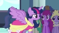 The Princess Twilight cometh Behold, behold A Princess here before us Behold, behold, behold