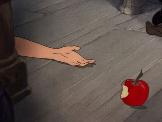 Both of their deaths are dramatic and affecting, but Snow White's chocked me thêm and it was thêm dramatic