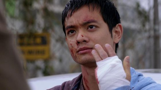 """Kevin دکھانا off his cut off finger after being tortured سے طرف کی Crowley in """"A Little Slice of Kevin"""""""