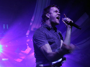 "Dan Reynolds leads Imagine naga at the Hollywood Palladium, where the Las Vegas band played two sold-out shows in support of its hit album ""Night Visions."""