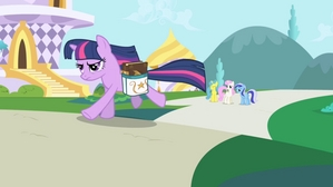 Twilight Sparkle running to the Castle