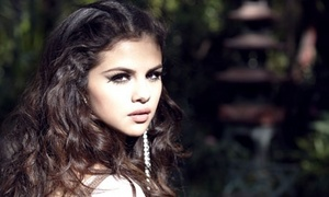 """I still fell very normal and like a Texas girl:"" Former Child звезда Selena Gomez"