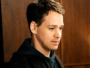 THORN IN ELI'S SIDE T.R. Knight makes his debut as Jordan Karahalios, a political advisor who joins Peter's campaign.