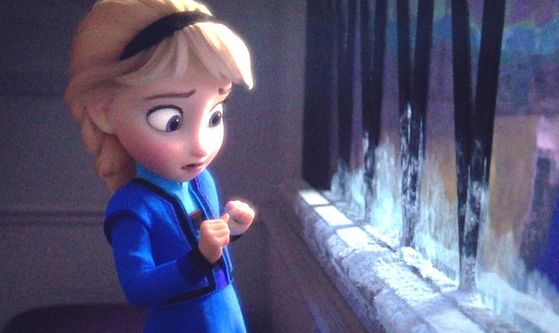 Elsa held back a scream as the glass turned to ice beneath her hand.
